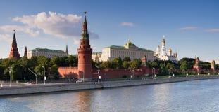 Fiume del palazzo e di Moskva di Mosca Kremlin Fotografia Stock Libera da Diritti