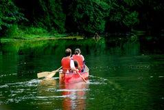 Fiume della canoa della famiglia Immagine Stock