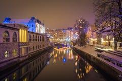 Fiume della città alla notte Fotografia Stock