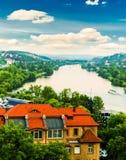 Fiume della città di Praga dalla collina di Vysehrad Fotografia Stock