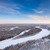 Fiume della foresta durante il giorno di inverno freddo, vista superiore Fotografia Stock Libera da Diritti