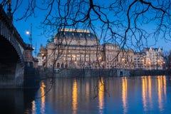 Fiume della Moldava e del teatro nazionale, Praga, repubblica Ceca Fotografie Stock Libere da Diritti