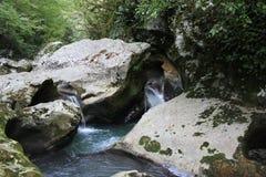 Fiume della montagna con una cascata Immagine Stock Libera da Diritti