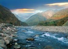 Fiume della montagna dell'Himalaya Fotografie Stock