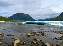 Fiume della montagna in ghiaccio Fotografia Stock