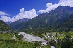 Fiume della montagna nella regione ad alta altitudine della valle di Kinnaur in Himalaya Immagini Stock Libere da Diritti