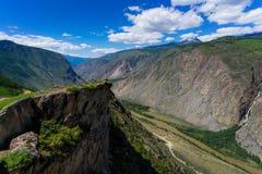 Fiume della valle di Chulyshman vicino al passaggio Katu- Yaryk Immagini Stock Libere da Diritti