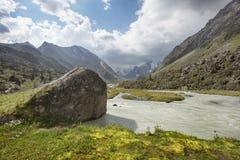 Fiume di Akkem Montagna di Altai La Russia Fotografie Stock Libere da Diritti