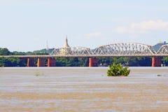 Fiume di Ava Bridge Cross The Irrawaddy, Sagaing, Myanmar fotografie stock
