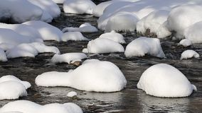 Fiume di Beli Vit, paesaggio di inverno, Bulgaria archivi video