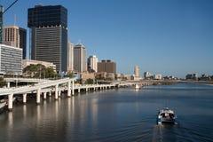 Fiume di Brisbane con il traghetto fotografia stock libera da diritti