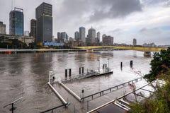 Fiume di Brisbane durante la grande inondazione Fotografie Stock