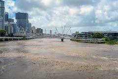 Fiume di Brisbane durante la grande inondazione Fotografie Stock Libere da Diritti
