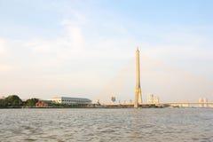 Fiume di Chao Phraya e ponticello di cavo Fotografia Stock Libera da Diritti