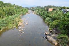 Fiume di Dai Quay nel periodo di siccità nella provincia di Lam Dong, Vietnam Immagine Stock