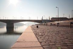 Fiume di Danubio e molo a Budapest Fotografie Stock Libere da Diritti