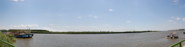 Fiume di Danubio panoramico Fotografie Stock