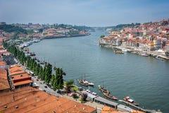 Fiume di Douro a Oporto, Portogallo cityscape Immagini Stock Libere da Diritti