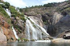 Fiume di Ezaro waterfal Sea Rocce paesaggio Fotografie Stock