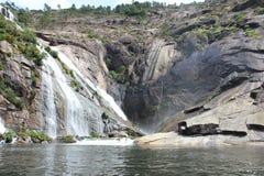 Fiume di Ezaro waterfal Sea Rocce paesaggio Immagine Stock Libera da Diritti