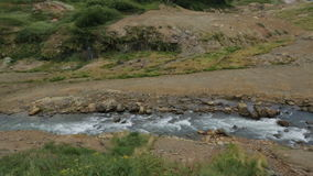 Fiume di Geysernaya in valle dei geyser stock footage