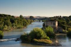 Fiume di Guadalquivir Vista da Roman Bridge Cordova, Spagna fotografia stock