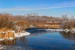 Fiume di inverno immagini stock libere da diritti