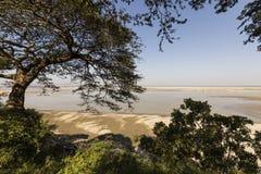 Fiume di Irrawaddy con il banco di sabbia in Bagan, Myanmar fotografia stock libera da diritti