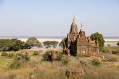 Fiume di Irrawaddy con le pagode in Bagan, Myanmar immagine stock