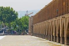 Fiume di Ispahan Zayandeh dal ponte di Khaju Fotografie Stock Libere da Diritti