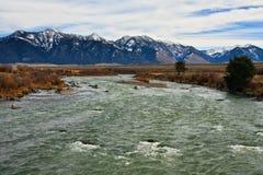 Fiume di Madison e montagne di Bridger, Montana. immagine stock libera da diritti