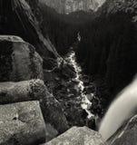 Fiume di Merced in cascata di parco nazionale di Yosemite fotografia stock