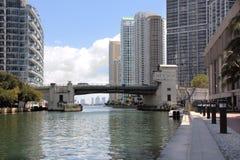 Fiume di Miami e Miami del centro Immagini Stock