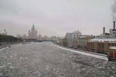 Fiume di Mosca nell'inverno Fotografie Stock