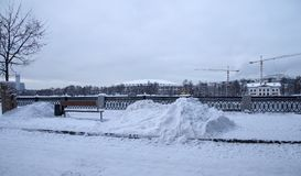 Fiume di Moskva e grande arena di sport del Luzhniki complesso olimpico su una sera di inverno, Mosca, Russia Immagini Stock Libere da Diritti