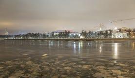 Fiume di Moskva e grande arena di sport del Luzhniki complesso olimpico su una sera di inverno, Mosca, Russia Fotografie Stock Libere da Diritti
