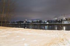 Fiume di Moskva e grande arena di sport del Luzhniki complesso olimpico su una sera di inverno, Mosca, Russia Fotografia Stock