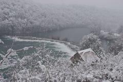 Fiume di Mreznica in inverno fotografia stock libera da diritti