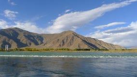 Fiume di Niyang sul plateau tibetano Fotografia Stock Libera da Diritti