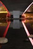 Fiume di notte sotto il ponte Fotografia Stock Libera da Diritti