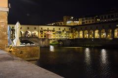 Fiume di Ponte Vecchio e di Arno a Firenze Fotografia Stock