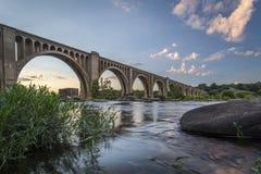 Fiume di Richmond Railroad Bridge Over James immagine stock