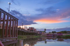 Fiume di Sakae Krang a tempo crepuscolare Fotografia Stock