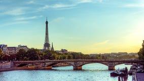 Fiume di Seine e della Torre Eiffel Fotografia Stock
