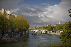 Fiume di Seine nella caduta Immagini Stock