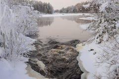Fiume di Snowy a dicembre Immagine Stock Libera da Diritti