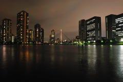 Fiume di Sumida alla notte fotografia stock libera da diritti