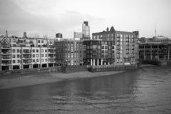 Fiume di Tamigi e paesaggio urbano di Londra immagine stock