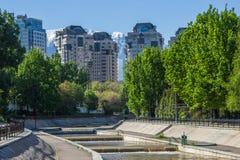 Fiume di Vesnovka nella città di Almaty in primavera, il Kazakistan Fotografia Stock Libera da Diritti