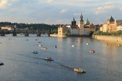 Fiume di Vltava - di Praga - ponticello del Charles Immagine Stock Libera da Diritti